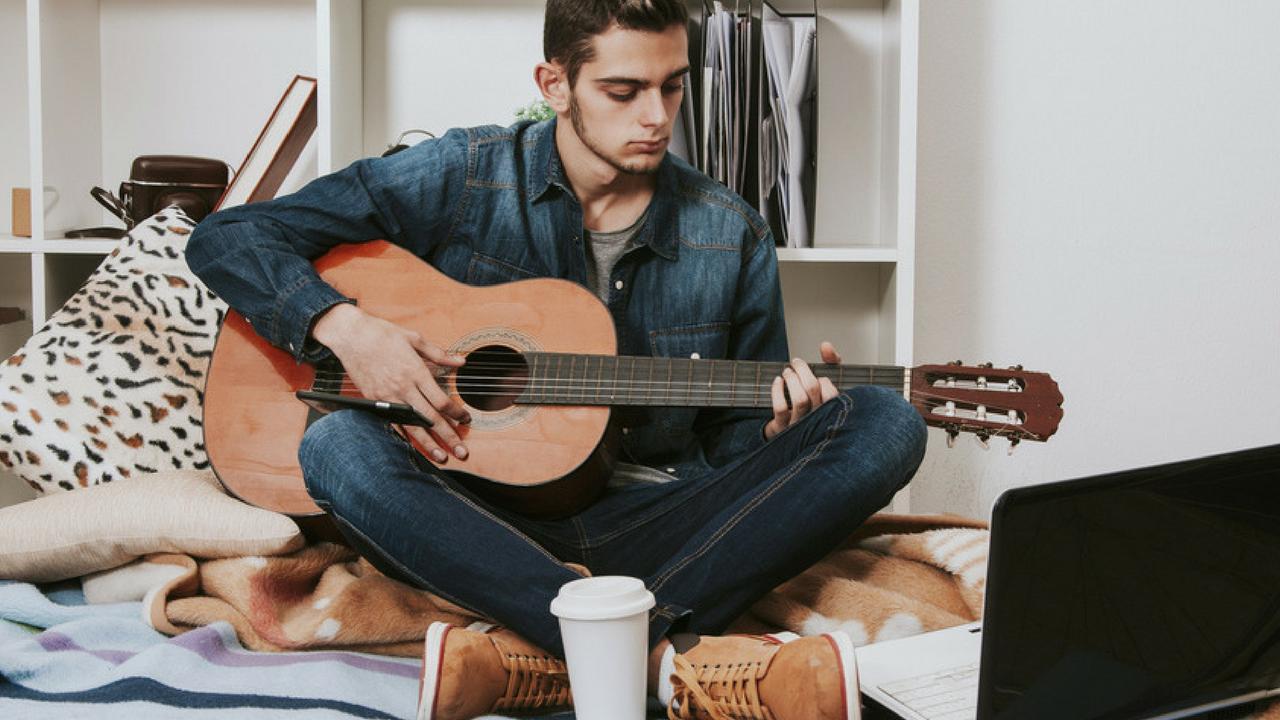 solo un autodidatta può sapere (lezioni di chitarra)
