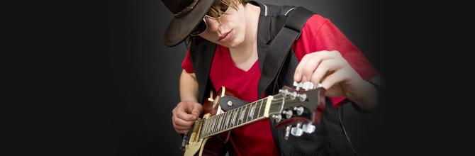 Accordare la chitarra un semitono sotto in MI bemolle Eb
